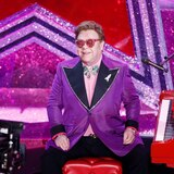 Millonaria ayuda de Elton John y Rihanna