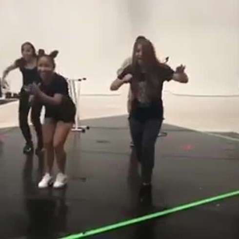 "Shakira se luce bailando ""No hay cama pa' tanta gente"""