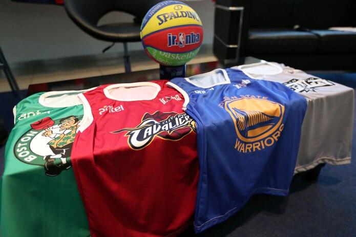 La NBA anunció el 11 de marzo la suspensión de la temporada 2019-2020 después de que el pívot francés Rudy Gobert, de los Utah Jazz, diese positivo por coronavirus y se convirtiese en el primer jugador afectado por la COVID-19.