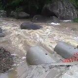 Fuera su cauce el río Guayanés en Yabucoa por la tormenta Karen