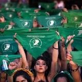 Presidente de Argentina impulsa legalización del aborto