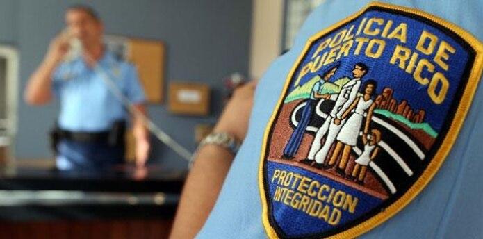 Agentes adscritos a la División de Homicidios del área de Mayagüez junto al fiscal de turno investigan el asesinato. (Archivo)