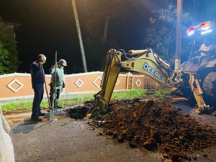 Trabajos en Corozal para reparar el sistema de agua potable.