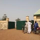 Grupo armado secuestra a 317 niñas de internado de Nigeria