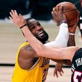 Los Lakers abusaron del Heat en el primer juego de las Finales de la NBA