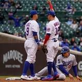 Jonrón de Javier Báez con uno en base empata el segundo partido de los Cubs ante los Dodgers