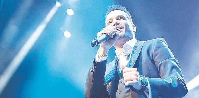 Un emocionado Víctor Manuelle recibió el premio anoche. (archivo)