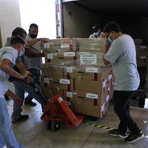 Salen los maletines con papeletas del PPD desde la CEE