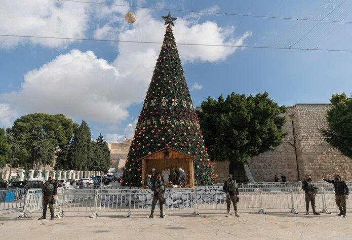 Una unidad de seguridad nacional palestina está desplegada en la Plaza del Pesebre en Belén, antes de la Navidad, el miércoles, 23 de diciembre de 2020, en Cisjordania.