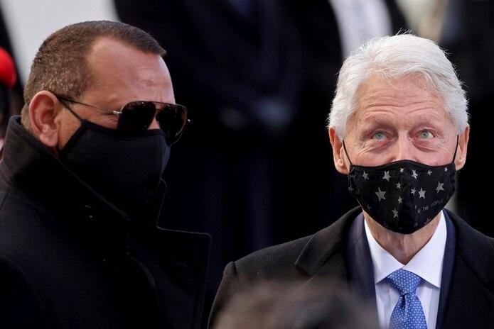 El expelotero Alex Rodríguez fue visto junto al expresidente Bill Clinton durante la ceremonia de juramentación del nuevo presidente y la nueva vicepresidenta de los Estados Unidos.