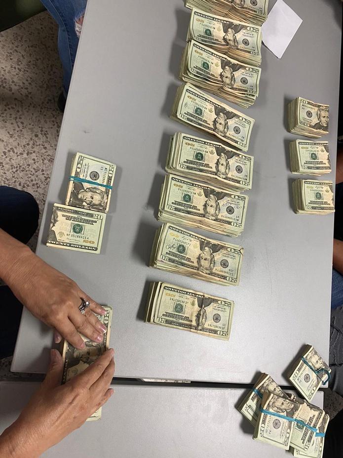 La División Drogas Metropolitana ocupó $159,642 durante un allanamiento en el residencial Rosendo Matienzo Cintrón, en Cataño.