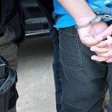 Arrestan individuo por agredir a su anciana madre