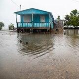 Marejada de la tormenta Isaías inunda patios en Guayanilla