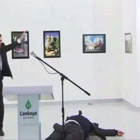 Muere embajador ruso en Turquía tras ser atacado a tiros