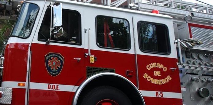 Efectivos del Cuerpo de Bomberos del área de Carolina atendieron la emergencia. (Archivo)