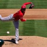 MLB desafía la tradición al alejar el montículo como prueba para aumentar la ofensiva