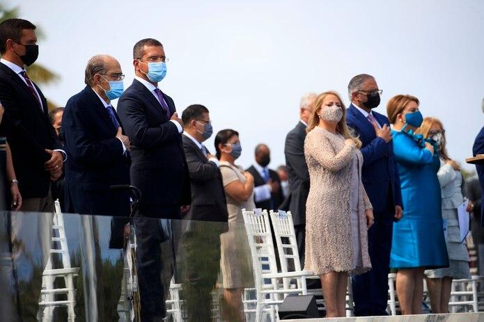 La saliente gobernadora Wanda Vázquez Garced estuvo presente durante la ceremonia de juramentación.
