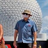 Hombre golpea y amenaza de muerte a guardia de Disney por el uso de mascarillas