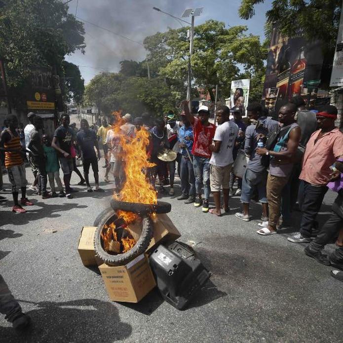 Los manifestantes exigen la renuncia del presidente Jovenel Moïse. (AP / Rebecca Blackwell)