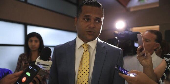 El legislador insistió nuevamente en que no es el autor del hecho de violencia doméstica, que subalterna, Soniel Torres Suárez, le imputó en el formulario que llenan de su puño y letra las víctimas de la Ley 54. (Archivo)