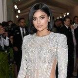 Hospitalizan a Kylie Jenner con dolor, mareos y náusea