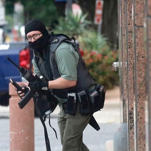 Un hombre de 22 años tirotea el tribunal federal del Dallas