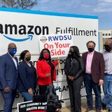 Trabajadores de Amazon rechazan crear su primer sindicato en Estados Unidos