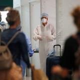 Latinos, víctimas de brotes de COVID por el arribo de turistas a Colorado
