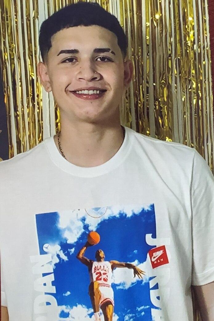 Las autoridades buscan a Giovanniel Pérez Bonilla, de 16 años, quien se encuentra desaparecido desde la madrugada de hoy, miércoles, de su hogar localizado en la calle Amadeo Santiago del barrio Puente, en Camuy.