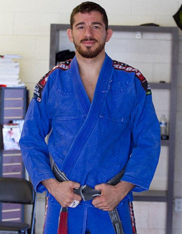 Marcos Torregrosa, campeón panamericano master de jiu-jitsu, actualmente entrena peleadores en Sacramento, California.