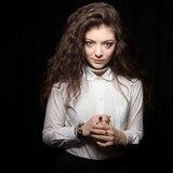"""Lorde reaparece y anticipa nueva música: """"Salieron buenas cosas"""""""