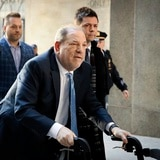 Weinstein es extraditado a California para enfrentar cargos de violación y agresión sexual