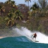 Surfista arrestado por violar el toque de queda en Rincón
