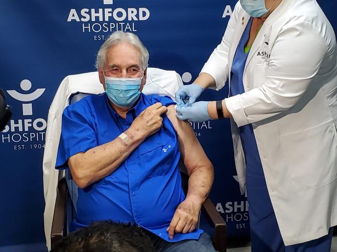 Dr. Manuel Velilla receives the second dose of the coronavirus vaccine.