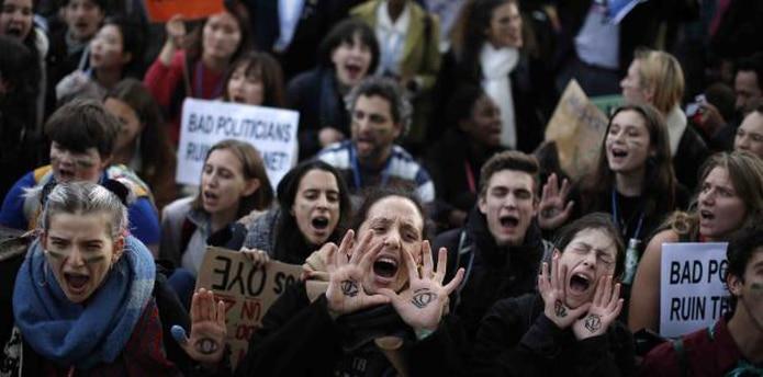 Las protestas y la descepción fueron constantes en esta cumbre climática. (AP)