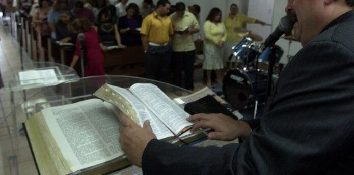 El predicador podrá descansar cinco minutos cada hora. (Archivo)
