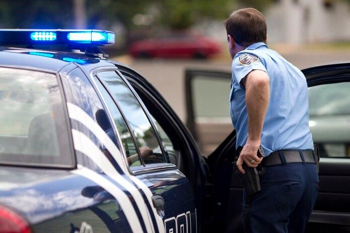 Según datos preliminares el sargento le dio el alto a un conductor de un automóvil que no obedeció. (Archivo)
