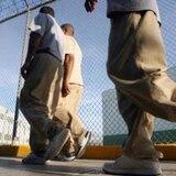 Aprueban que reclusos puedan tener visitas familiares en iglesias