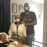 Regresa a casa paciente recuperado de coronavirus luego de estar un mes en coma