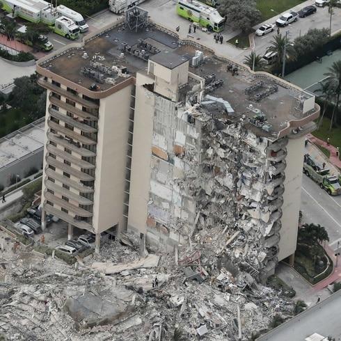 """Tras colapso de condominio en Miami: """"Solo Dios podría salvarlos"""""""
