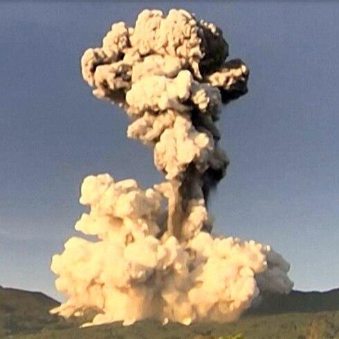 Impresionante instante de erupción volcánica