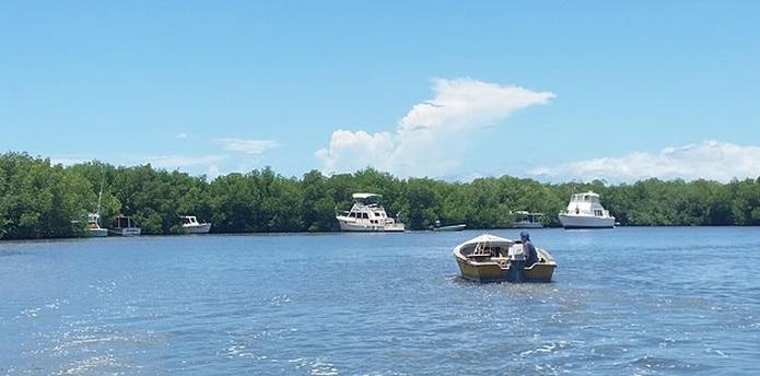En la comunidad de Puerto Real en Cabo Rojo, los pescadores se adelantaron para sacar las embarcaciones de las áreas de peligro. (daileen.rodriguez@gfrmedia.com)
