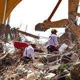 Suben a 94 las víctimas identificadas del derrumbe en Miami
