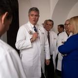 Task force médico pide reconsiderar próxima etapa de reapertura