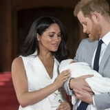 Despedido por tuit racista sobre el hijo del príncipe Harry y Meghan