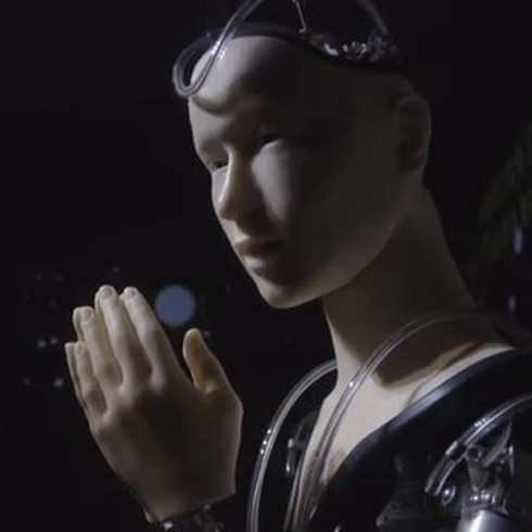 Un androide predica la sabiduría en un templo de Japón