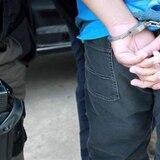 Arrestan a joven de 18 años con 23 bolsas de cocaína y $18 en efectivo