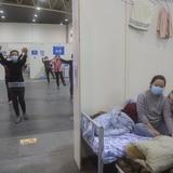 Muertes por coronavirus en China superan las 2,000