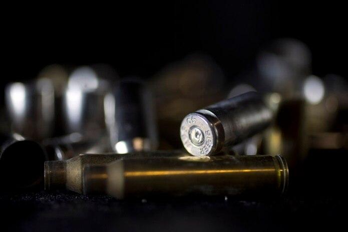 Agentes de la División de Homicidios de San Juan y el fiscal de turno investigan los hechos.