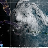 Huracán Isaías sigue en ruta hacia la costa de Florida